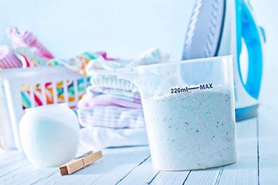 Quelle est l'importance du bon dosage pour la lessive?